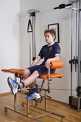 Sittande öppen kedjeövning för knäsmärtor kan i kombination med 8-11 andra övningar vara en mycket effektiv behandling.