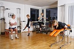 MTT är individuellt anpassad träning med upp till 3 patienter i grupp. Du får kontinuerlig handledning under behandlingen