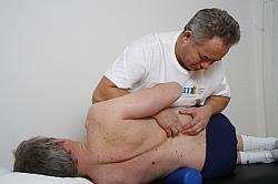 Massage och mobilisering av nedre delen av ryggen. Kombineras med manuella manipulationstekniker och medicinsk träningsterapi.